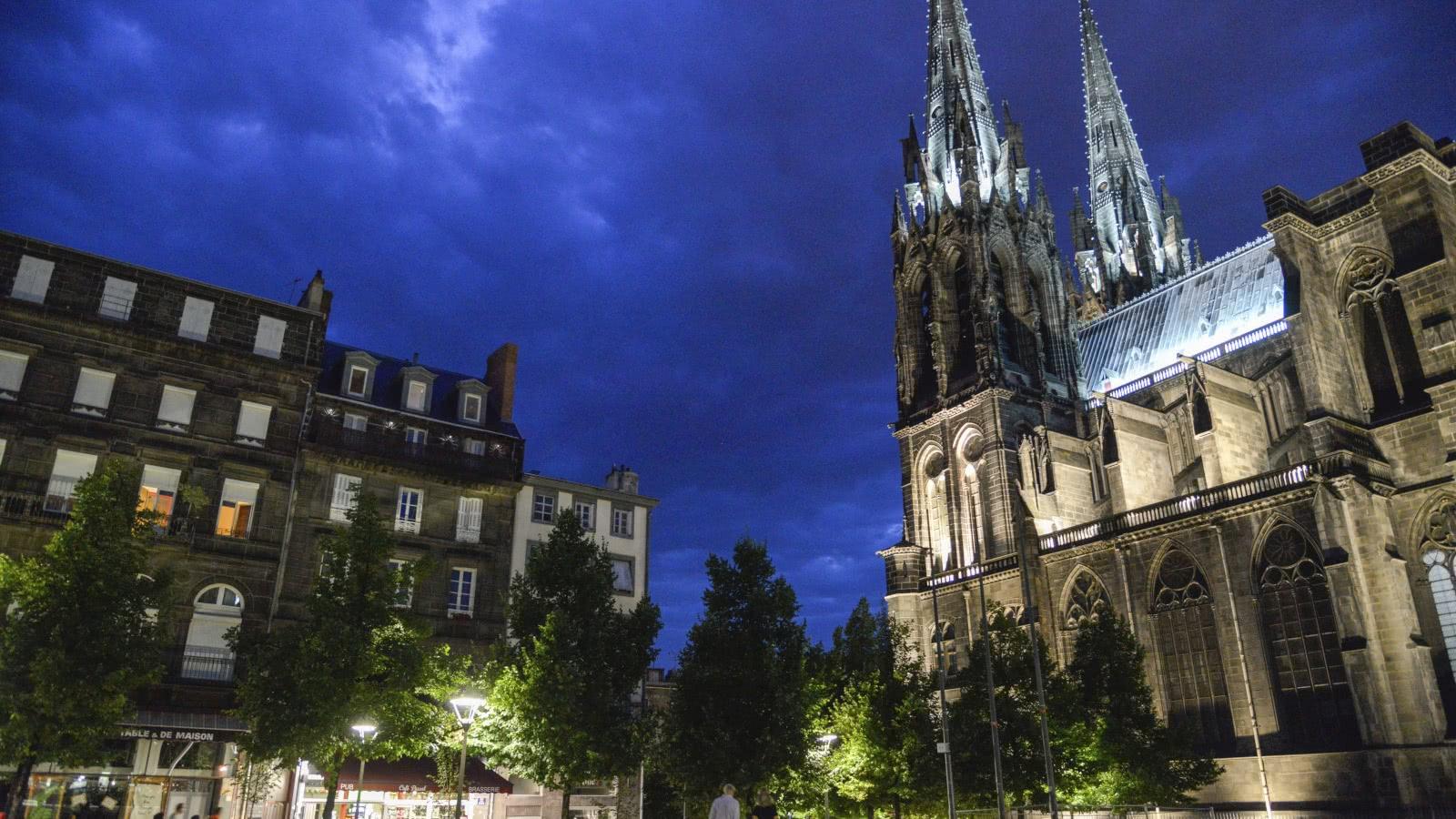 Cathedrale Clermont-Ferrand nuit tombée